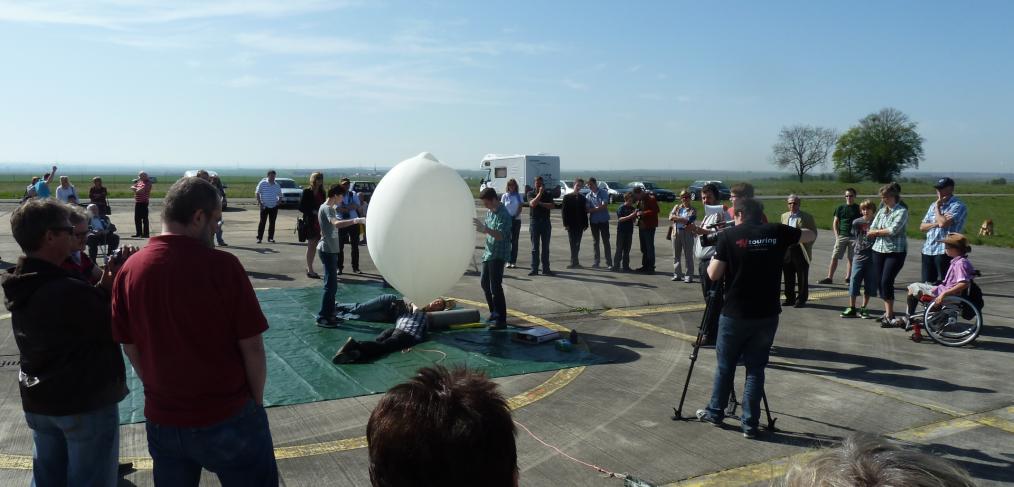 Startvorbereitungen für den Stratosphärenballon